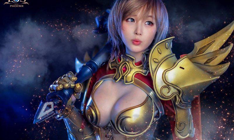 เหมาะมากสาวสวยทรงโต Cosplay ตัวละครภายเกม Echo of Soul Phoenix